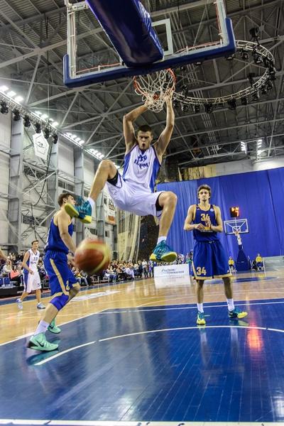 Александр Винник