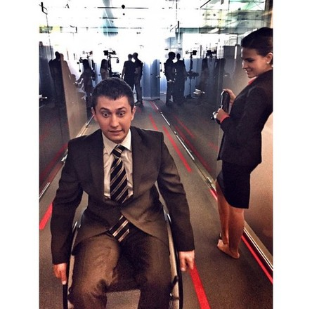 Павел Прилучный в инвалидном кресле фото
