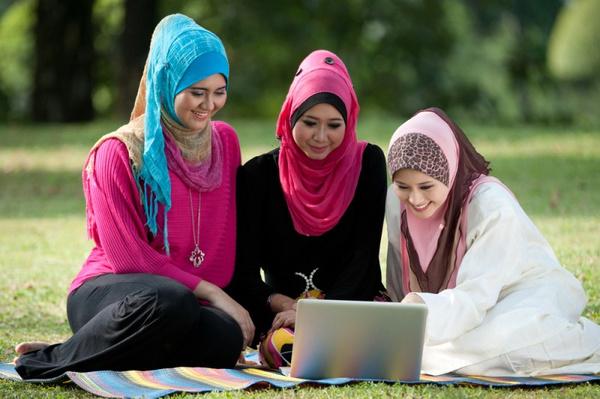 Как завязать мусульманский платок
