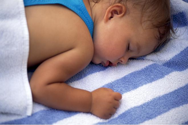 Почему ребёнок 7 лет потеет во время сна