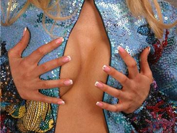 Во Франции женщинам увеличат бюст