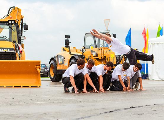 Шоу экскаваторов в День города в Тюмени 2014
