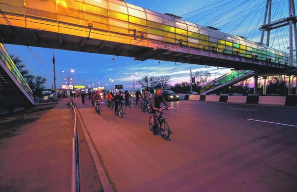 Каждый год к велопробегу присоединяются все новые участники.