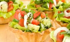 Разнообразие салатов в тарталетках