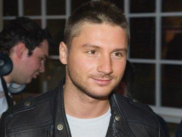 На съемках новогодней передачи Сергей Лазарев остался без голоса