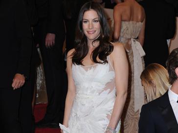 Лив Тайлер (Liv Tyler) на Met Ball в Нью-Йорке в платье, которое сшил лично для нее Рикардо Тиши