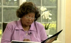 Мама Майкла Джексона намерена судиться с кредиторами