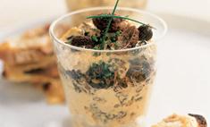 Болтунья с грибами и тостами с сыром бофор