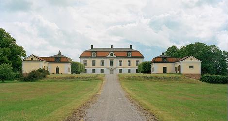 Фасад замка Хеби в провинции Сёдерманланд.