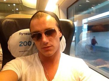 Алексей Воробьев ездит на поезде в Нижний Новгород.