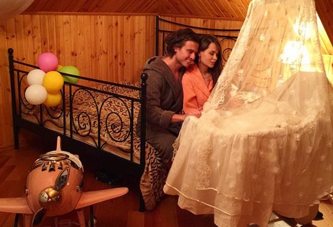 Прохор Шаляпин и Анна Калашникова с ребенком фото