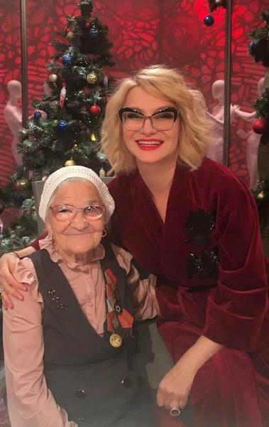 Баба Лена и Эвелина Хромченко на съемках программы «Модный приговор» на Первом канале