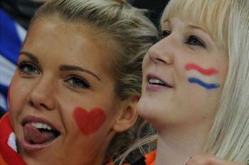 Голландские фанатки мечтают о Кубке мира.