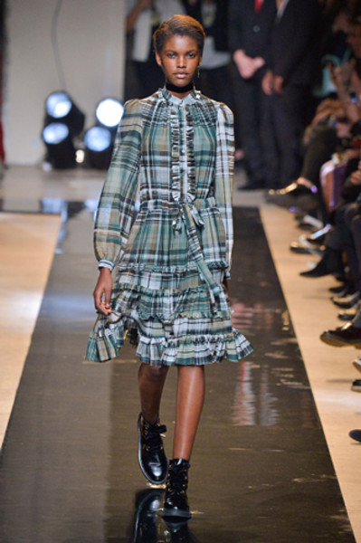 Неделя моды в Париже: показы Alexander McQueen и Paul & Joe ready-to-wear осень — зима 2015-2016   галерея [2] фото [1]