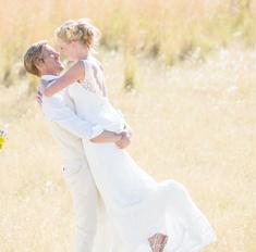 Свадьба, кольца: церемония в загородном доме