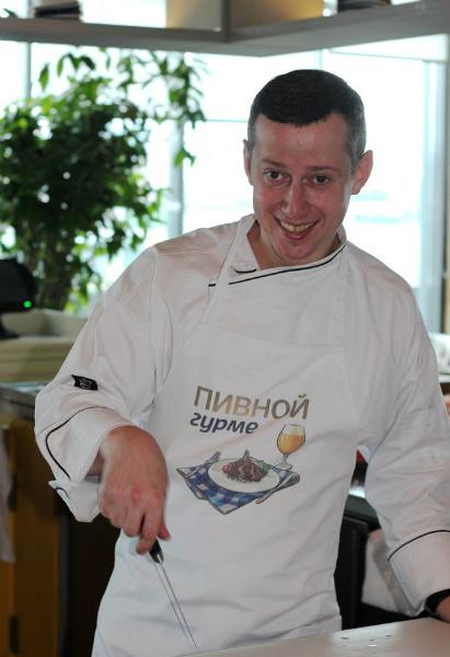 Шеф-повар Олег Молотов