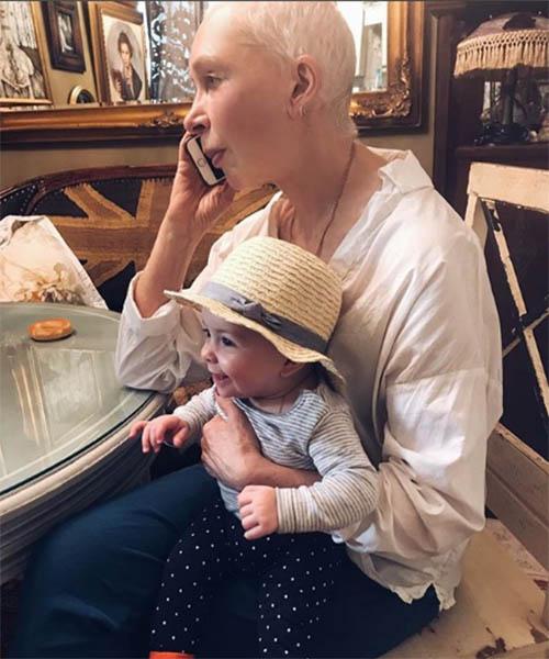 Поклонники молятся за здоровье внучки Татьяны Васильевой