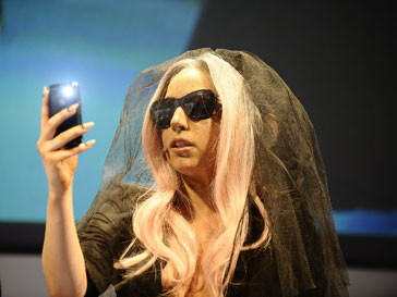 Обложки с Леди ГаГа (Lady GaGa) рождают повышенный интерес у читателей журналов