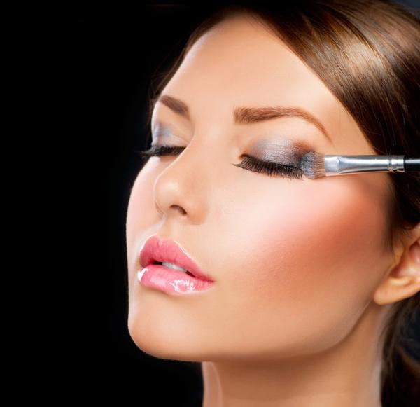 Коррекция глаз с помощью макияжа. Видео