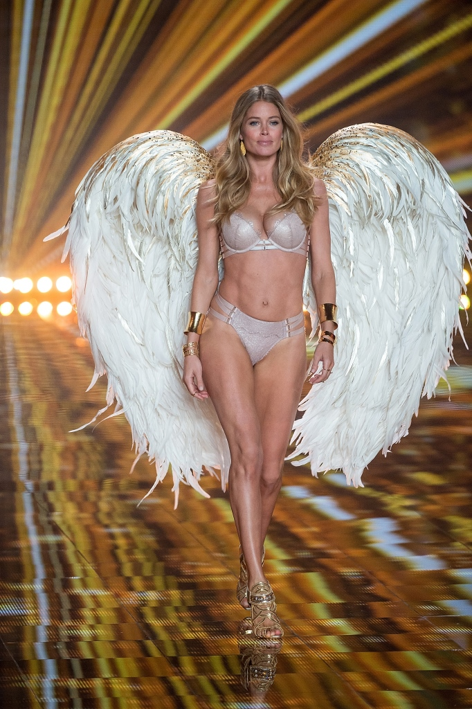 В Лондоне прошло Victoria's Secret Fashion Show