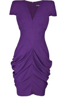 Фиолетовое платье от Alexander McQueen.
