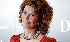 Московские поклонники сорвали с Софи Лорен парик