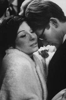 Танцовщица и актриса Рене (Зизи) Жанмер обнимает Ив Сен Лорана на модном показе, 1962 год