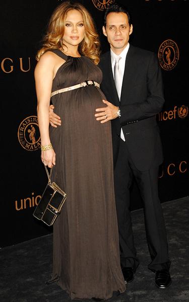 Дженнифер с мужем Марком Энтони в ожидании появления на свет двойни