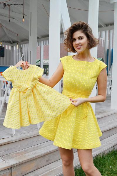 Платье для мамы - 9890 р.; платье для дочки - от 4990 р.