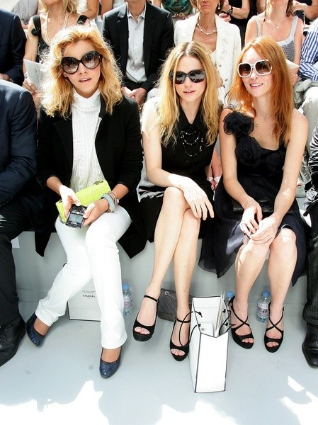 Клотид Куро (Clotilde Courau), Мари-Жозе Кроз (Marie-Josee Croze) и Одри Марнэ (Audrey Marnay) на показе Chanel