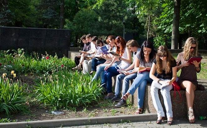 Летний читальный зал в парке Горького, Мероприятия в парках Ростова, парк горького ростов