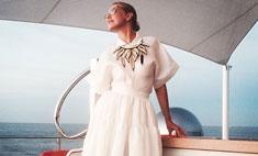 Собчак выбрала роскошное платье для морской прогулки
