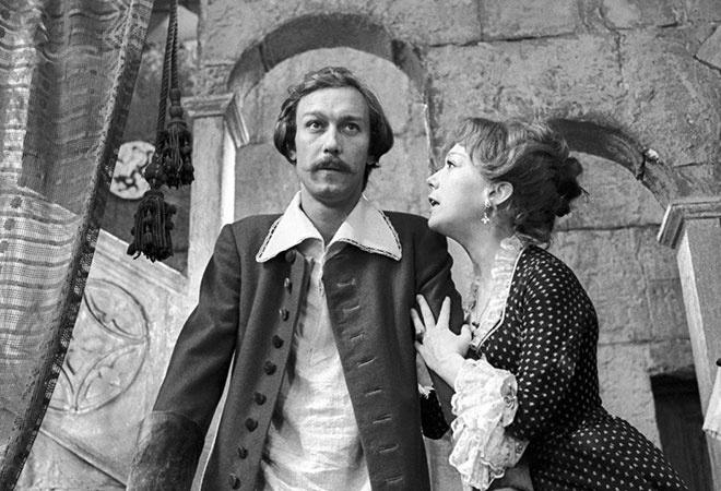 В сквере у театра драмы планируют установить памятник Олегу Янковскому