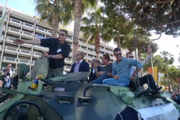 Сталлоне, Шварценеггер, Гибсон, Бандерас - в Каннах на танках