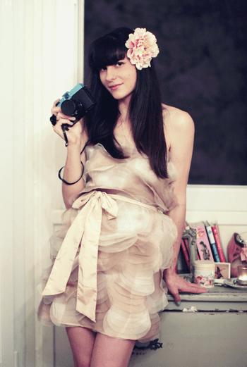В Интернете «девочку вишневого расцвета» можно найти здесь: Thecherryblossomgirl.com.