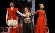 Смех сквозь плетку: Липецкий театр Толстого открывает новый сезон комедией «Тартюф»
