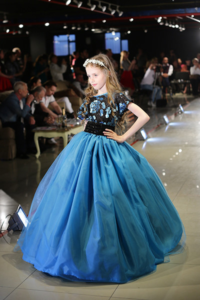Фото модного наряда на выпускной