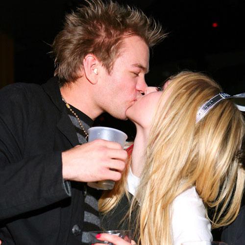 Аврил Лавин и Дерик Уибли: День влюбленных в баре (14 февраля 2008 года)