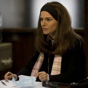 «Нью-Йорк, я люблю тебя» - режиссерский дебют Натали Портман, которая, кстати, выступила так же в качестве сценариста, а еще сыграла в одном из мини-фильмов.