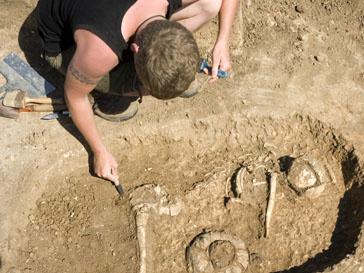 Ребенка, которого нашли археологи, древние люди кремировали прямо в своем жилище