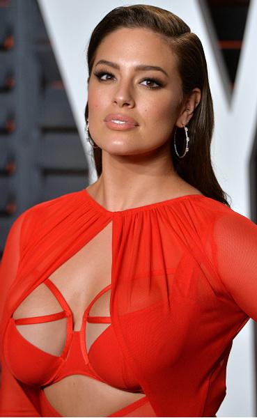 Плюс-сайз модель Эшли Грэм показала себя в нижнем белье