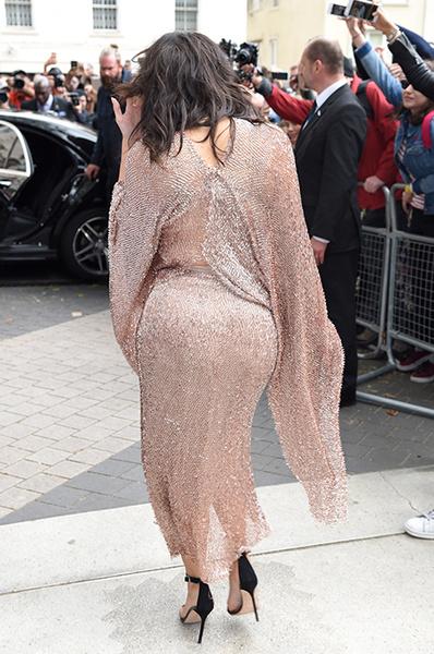 Ким Кардашьян избавляется от растяжек