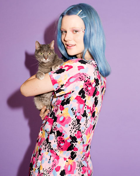 Кошка Мисти и модель Арвида Бюстрём