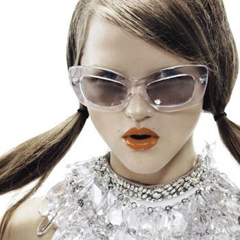 В Доме мод Prada могут работать только красивые сотрудники. Правда жизни.