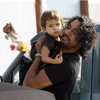 Навин и его младший сын. Малибу, 19 декабря