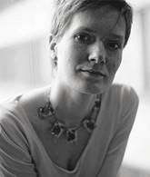 Юлия Идлис – поэт, автор стихотворных сборников «Сказки для» (А.В.К., 2003), «Воздух, вода» (Арго-Риск, KOLONNA Publications, 2005). Лауреат премии «Дебют» в номинации «Критика и эссеистика» (2004).