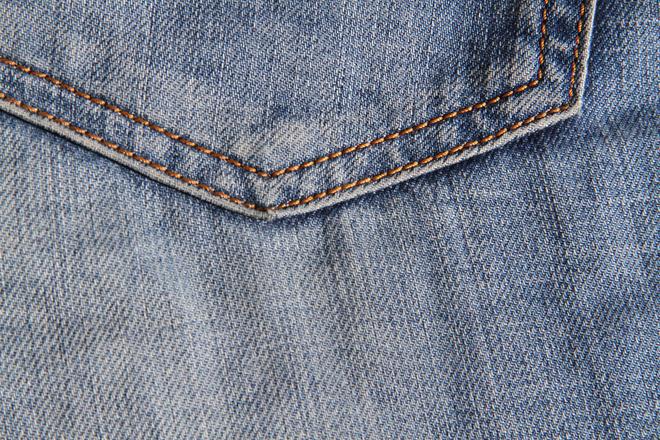 протираются джинсы