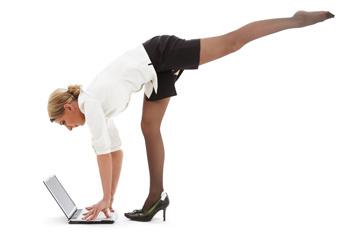 Занятия йогой на рабочем месте могут шокировать ваших коллег, поэтому сперва убедитесь, что вы упражняетесь без зрителей.