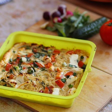 Запеканка из спагетти с овощами и сыром фото