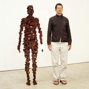Энтони Гормли в Музее современного искусства MARCO (Монтеррей, Мексика) на собственной выставке